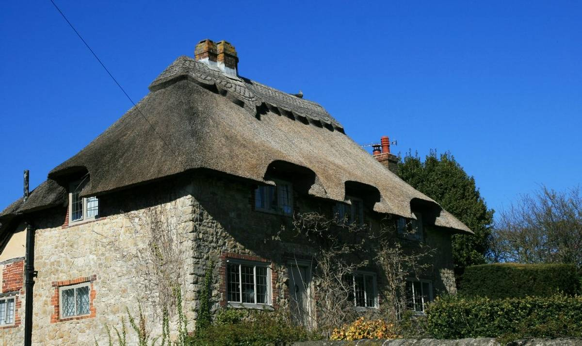 Thatched_Cottage_Amberley_South_Downs.JPG