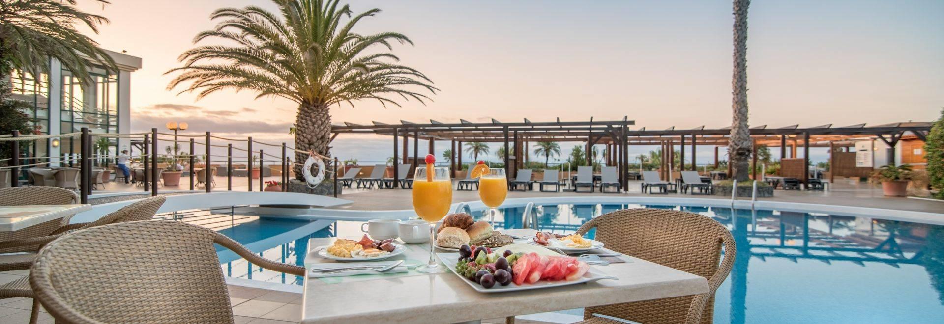 Galo-Resort-poolside-dining.jpg