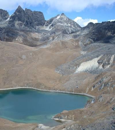 Lake between Phorang La (4,650m) and Saga La (4,820m)