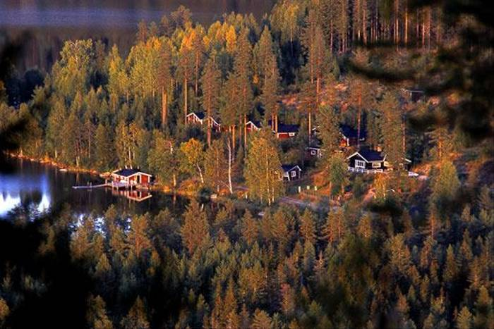 Lodge in Landscape (Hakan Vargas)