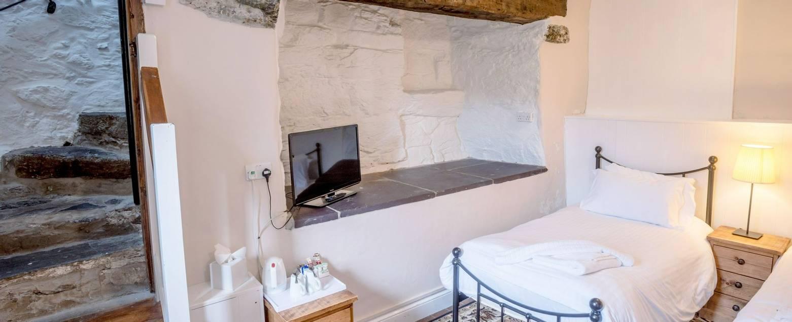 10690_0055 - Craflwyn Hall - Room 23