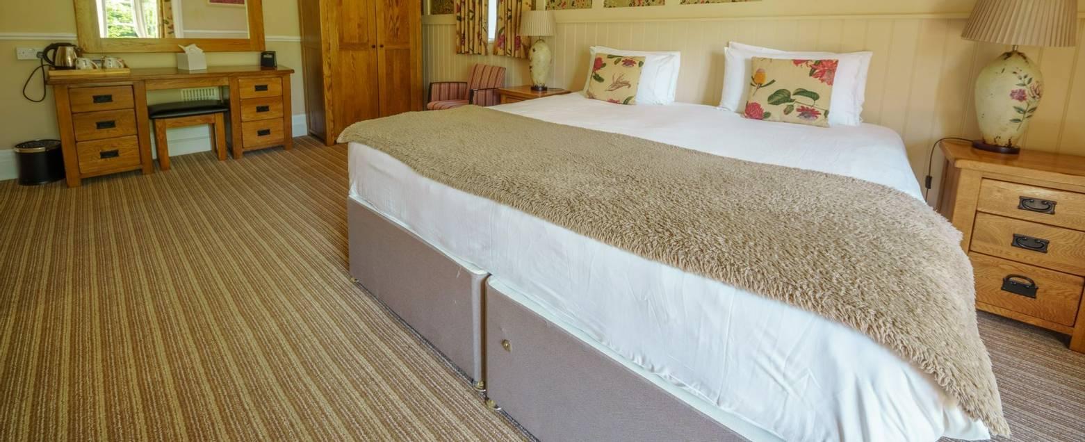 10684_0148 Holnicote House - Room 7