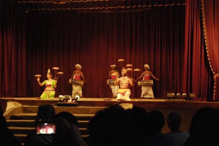 Kandy Traditional Dancing (Thomas Mills)