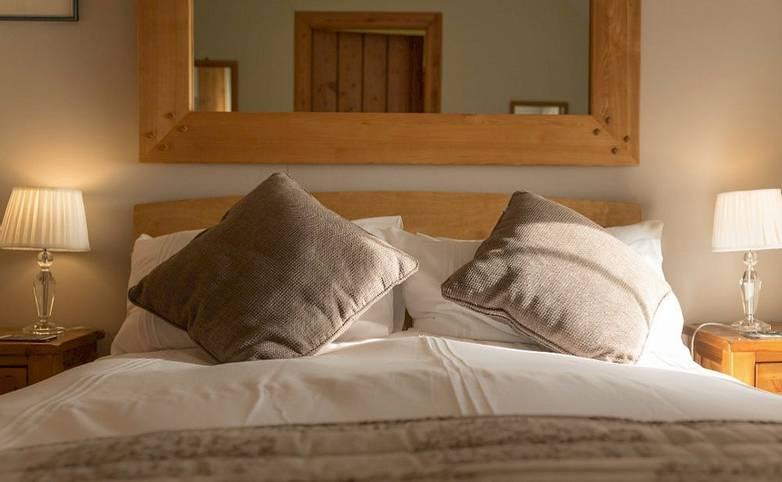 Bedroom Argyll Hotel Iona from hotel's website.jpg