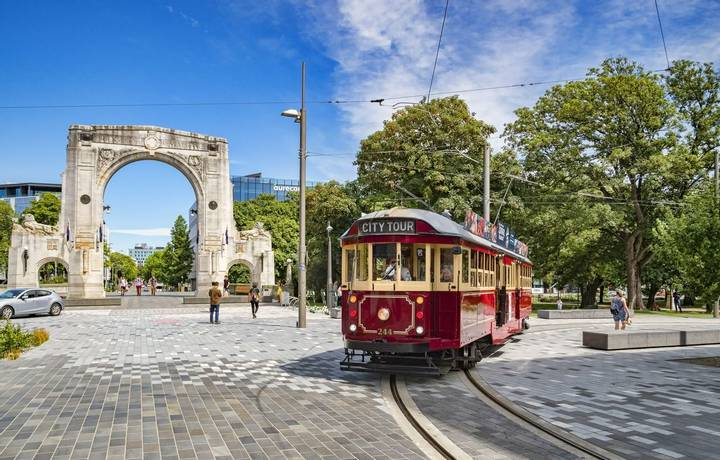 3 January 2019: Christchurch, New Zealand - A vintage tram turns into Cashel Street near the Bridge of Remembrance in the ce…