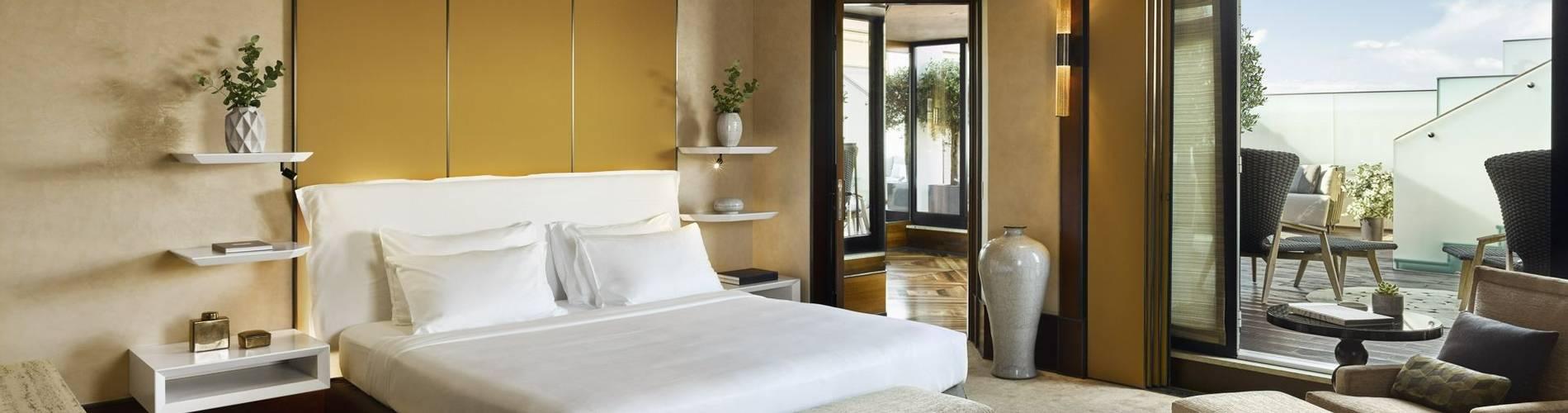 Park-Hyatt-Milano-DuomoSuite-Bedroom (1).jpg