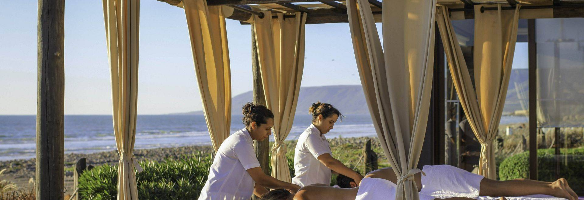 Paradis-Plage-outdoor-massage-2.jpg