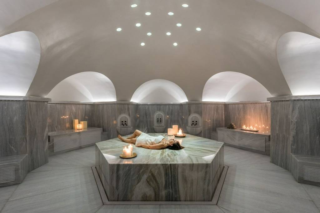 femme dans le spa à Euphoria Retreat, Grèce