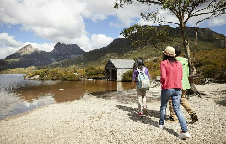 Located at the northern end of the Cradle Mountain - Lake St Clair National Park, Cradle Mountain is surrounded by smooth gl…