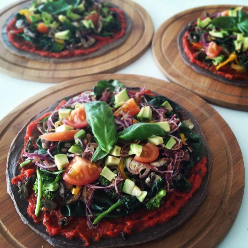 Raw pizza at Sianji