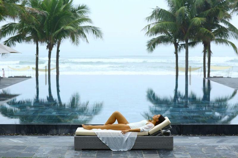 Fusion Maia pool relax