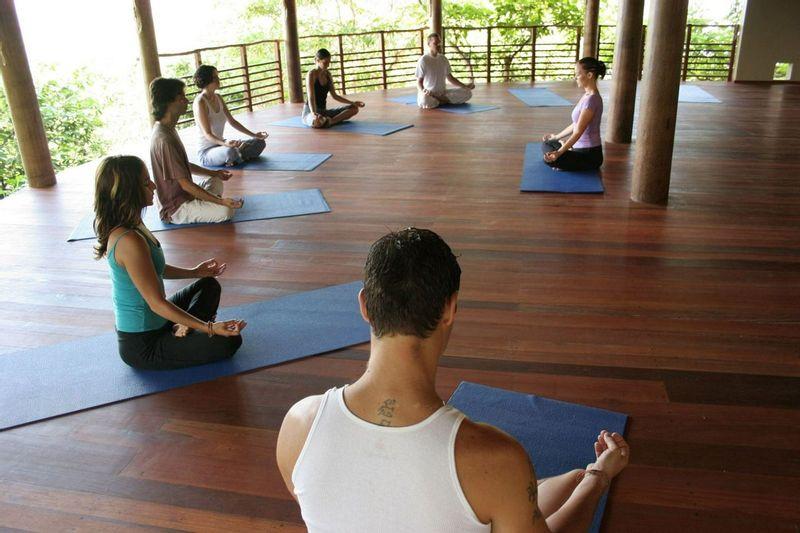 Pourquoi devriez-vous faire une retraite de yoga