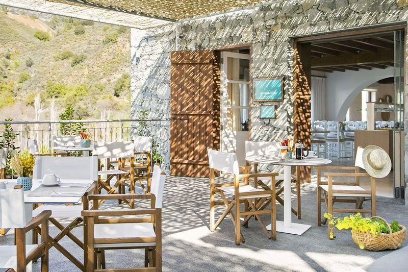 Casale Panayiotis breakfast courtyard