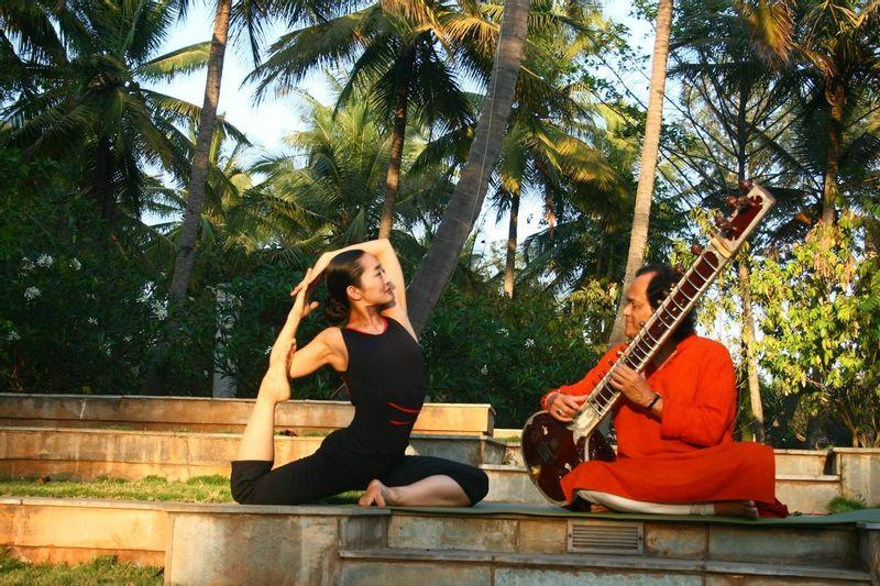 Yogi and musician at Shreyas