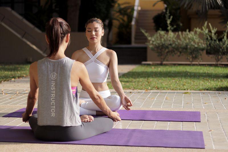 Girls with yoga mats at Svata Katerina